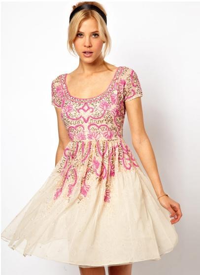 Precioso vestido de pedrería de ASOS