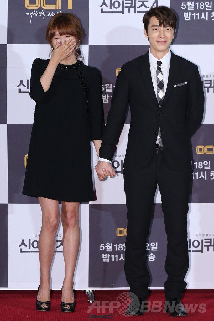 韓国・ソウル(Seoul)のシネマコンプレックス(複合映画館)「CGV」上岩(Sangam)店で開かれた、ケーブルテレビ局OCNの新ドラマ「神のクイズ4」の制作発表会に出席した、ガールズグループ「レインボー(RAINBOW)」のジェギョン(Jae-Kyung、左)と、アイドルグループ「スーパージュニア(SUPER JUNIOR)」のドンヘ(DongHae、2014年5月14日撮影)。(c)STARNEWS ▼20May2014AFP スーパージュニア・ドンへ主演のドラマ、制作発表会を開催 http://www.afpbb.com/articles/-/3015243 #RAINBOW #Jae_Kyung #Kim_Jae_Kyung #DongHae #Lee_Dong_hae #SUPER_JUNIOR #Sangam