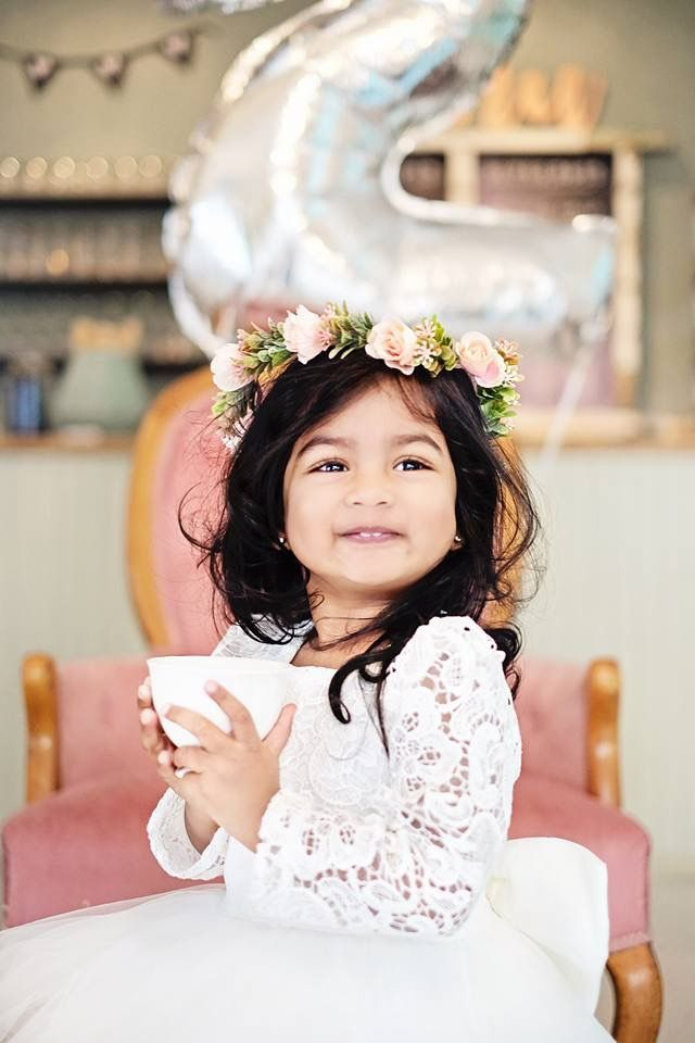 Tea for two! ☕️🍰 Super adorable little Gia turned 2 yesterday and celebrated in style...and a KMD flower crown! 📷 Rachel Andrews Photography #miniflowercrowns #forhire #photoshoot #thatface #toocute