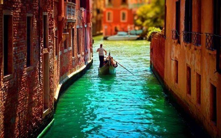 We Love Gondola Rides in Venice By Travelive – med Şakir Akasya.