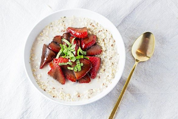 Overnight Oats With Balsamic Maple Strawberries & Mint @byrdiebeauty
