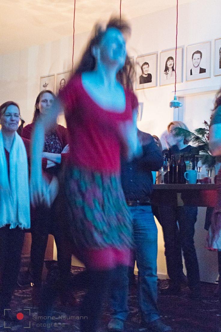 tanzen, tanzen, tanzen bei guter Musik.  #coworking #combinat56 #7pointstory #storytelling