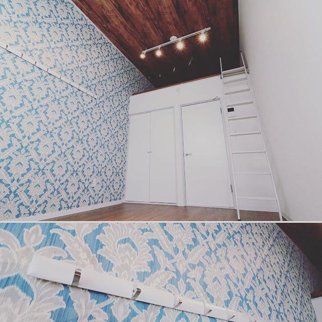 ハワイアンキルト 柄の壁紙 木目天井 大丈夫と心配ながらも