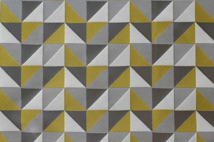 Sárga-szürke háromszög mintás dekor - Lakberendezési webáruház – Otthonelegancia