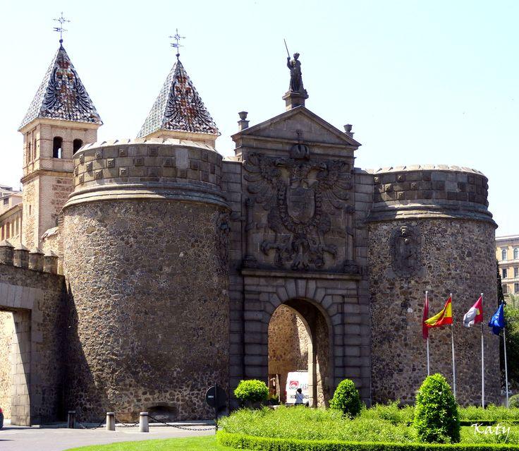 Puerta de la Bisagra  o Puerta de Alfonso VI