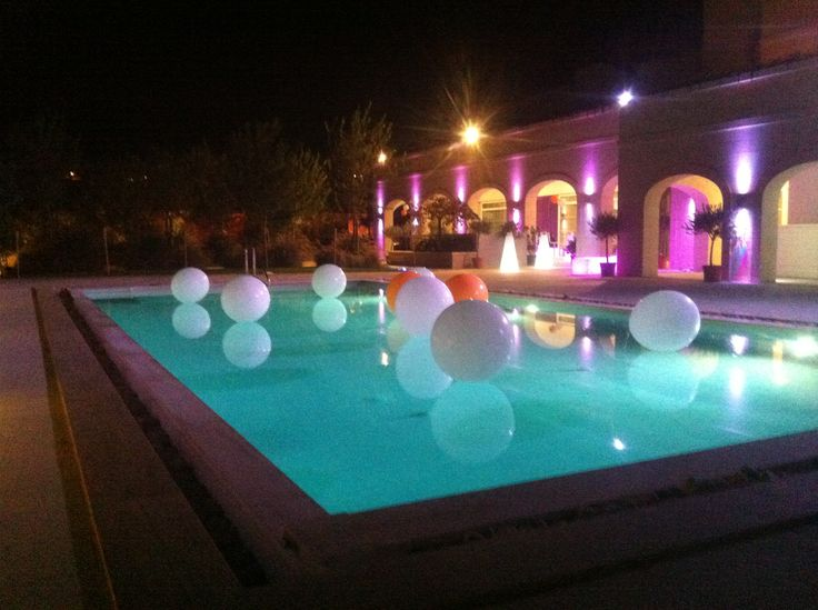 Pool Wedding Decoration Ideas: White And Touch Of Orange Balloons Pool Decoration
