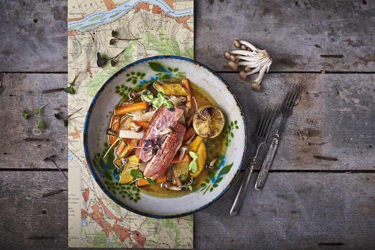 Rosé kacsamell mézes-kakukkfüves marinált sült zöldségekkel, jus mártással Rendelés: http://gourmetbox.hu/shop/paleo-boxok/rose-kacsamell-mezes-kaukkfuves-marinalt-sult-zoldsegekkel-jus-martassal/