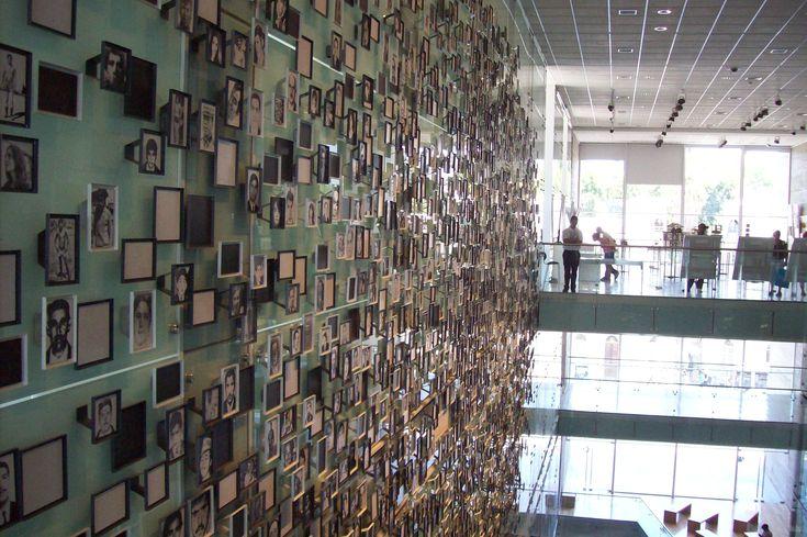 Museo de La Memoria - Fotografias de detenidos desaparecidos durante la dictadura militar