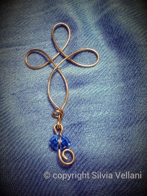 Wire bronze cross with crystal Croce wire in bronzo con cristallo
