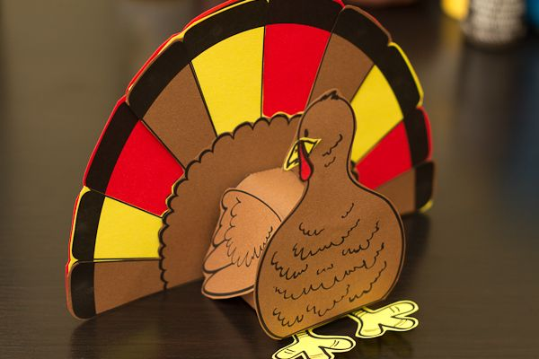 3D Turkey Cutout Downloadable Art Project (with printable pattern) - perfect for a cute Thanksgiving art project or part of a centerpiece