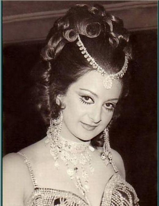 Image gallery of bollywood vintage actress saira banu for Old indian actress photos