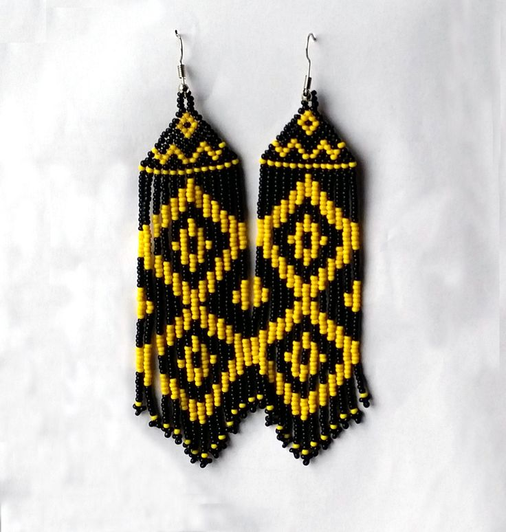 Orecchini di perline nativi americani ispirati. Orecchini