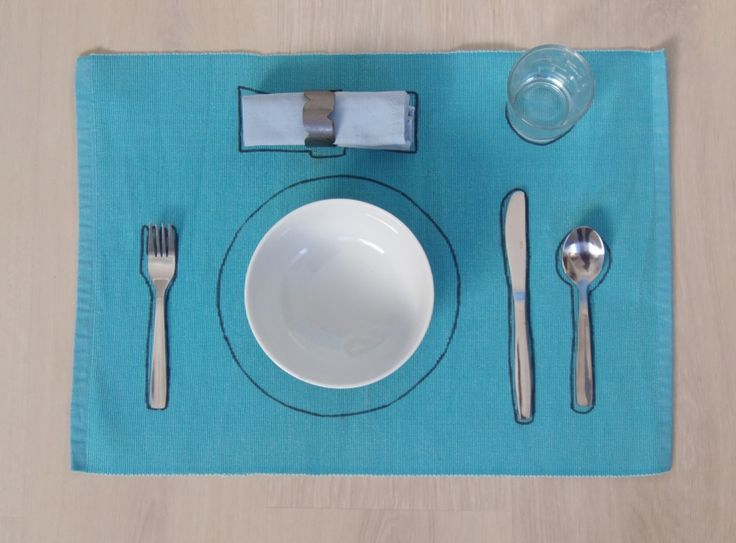 Poner la mesa - Setting the table • Montessori en Casa