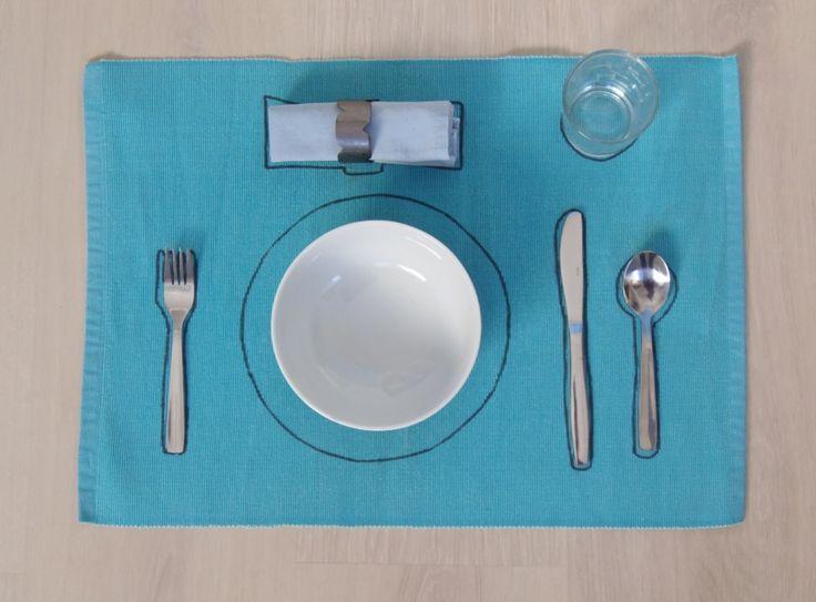 Poner la mesa - Setting the table • Montessori en Casa