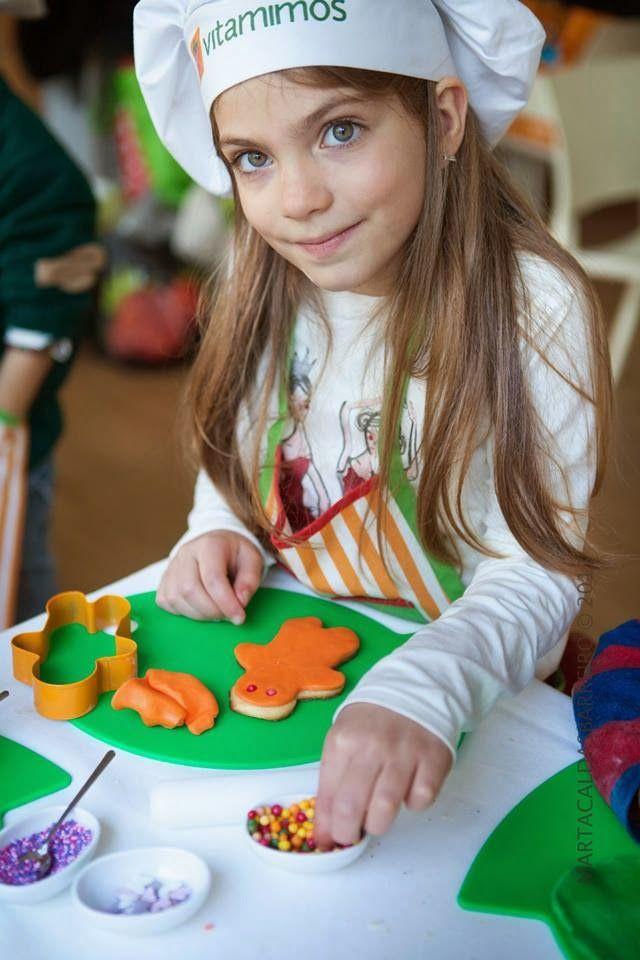 Christmas cookies workshop: a partnership between Era uma vez, Vitamimos, Sonhos em Caixinhas e Marta Barreiro. Read more: http://eraumavez-osonhoperfeito.blogspot.pt/2014/01/a-bolachinha-para-o-pai-natal-parte-ii.html