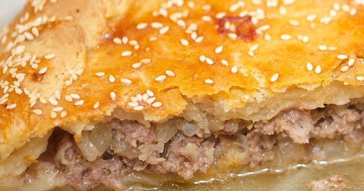 Традиционное блюдо крымских татар: аппетитный мясной пирог «Кубэтэ».