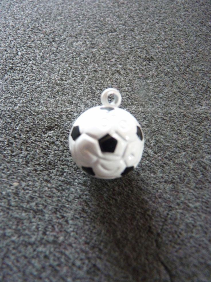 Grelot breloque ballon de football parfait cadeau de fin d'année pour entraîneur, anniversaire thème foot, cadeau personnalisé : Grelots par souvenirs-intemporels