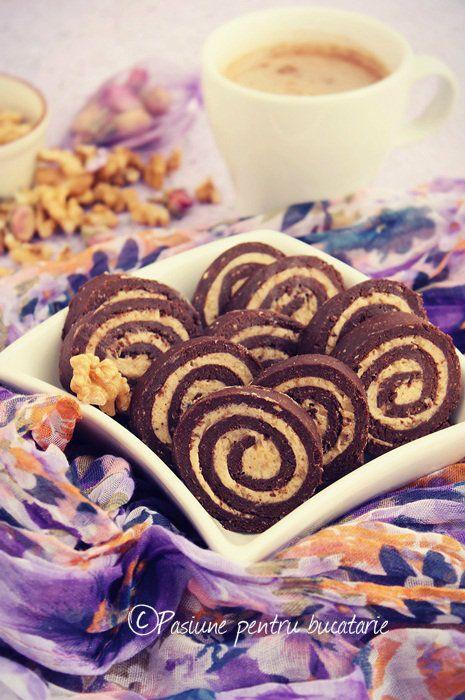Rulada cu biscuiti, nuci si caramel