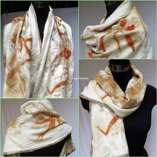 Dit is een flanellen wol met botanische opdrukken omslagdoek voor een koude winter  Ik maakte de afdrukken van casaurina en eucalyptus op de flanellen wol door koken vervolgens bekleed de rand met mijn eigen bedrukte natuurzijde. De bladeren lay-out ik maakte het opzettelijk een zachte herfst thema. Kleuren uit pigmenten van de bladeren.  De zachte sjaal is een multi stijl draagbaar, omslag rond de schouders of twee-gevouwen draperen op de voorzijde gaat zo goed en warm je lichaam de…