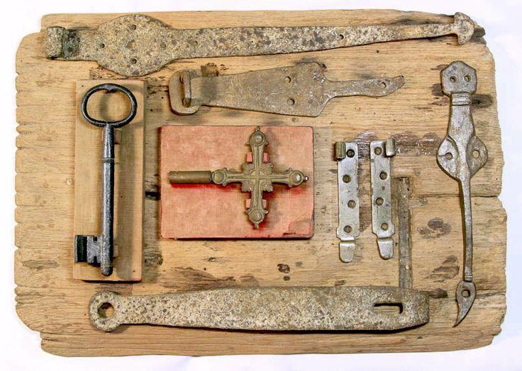 Composici n de cerraduras cerrojos y llaves antiguas for Llaves de bano antiguas