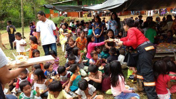 Pueblo Rico, Risaralda. Cerca de 300 niños y adultos embera katío de las veredas santa Teresa y Kemberdé, del resguardo indígena Dokabú