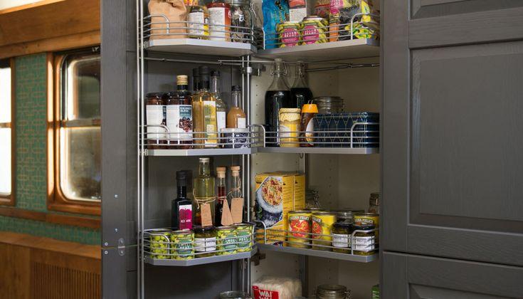 Sigdal kjøkken - Høyskap med uttrekkbar innredning