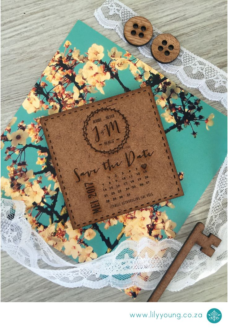 Wooden Save the date with special touches of engraving.