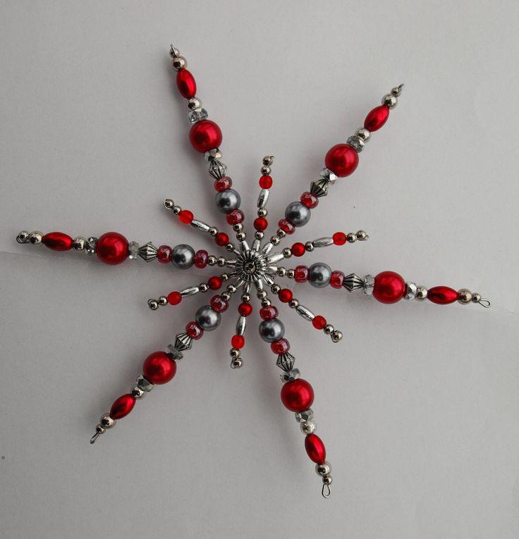 Hvězda Vánoční hvězdička z korálků a perliček na pevné drátěné konstrukci , velikost 15 cm v barvách stříbrná červená