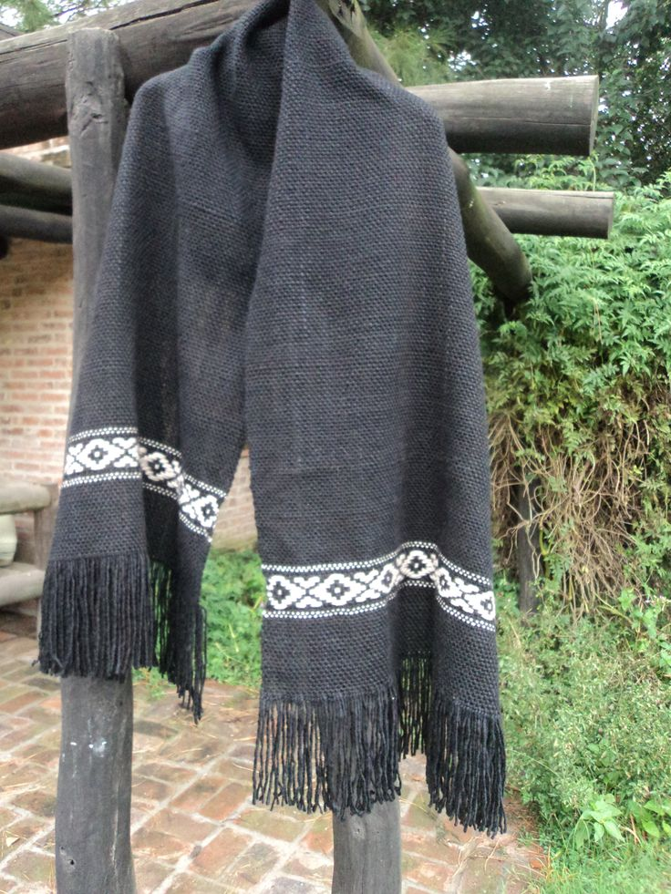 Pashmina negra con guarda pampa en pura lana