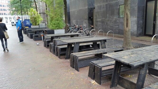 Houten picknick tafels, Rotterdam