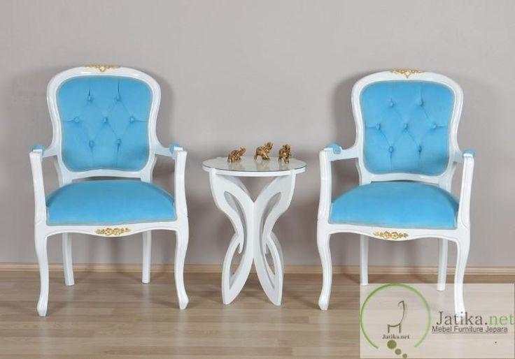 Kursi Teras Cantik Jok Warna Biru ini menggunakan rangka bahan kayu mahoni perhutani dengan balutan finishing duco warna putih pada seluruh rangka kursi.