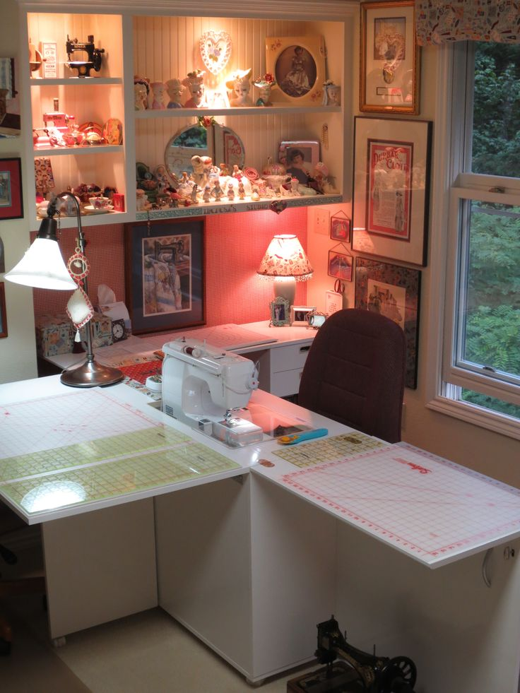 25 best ideas about small sewing rooms on pinterest Sewing room ideas for small spaces