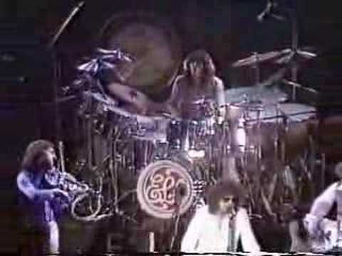 ELO live playing 10538 and DoYa ~  Thanks, Michael! The 3:20 mark is one of my favorite songs of theirs!