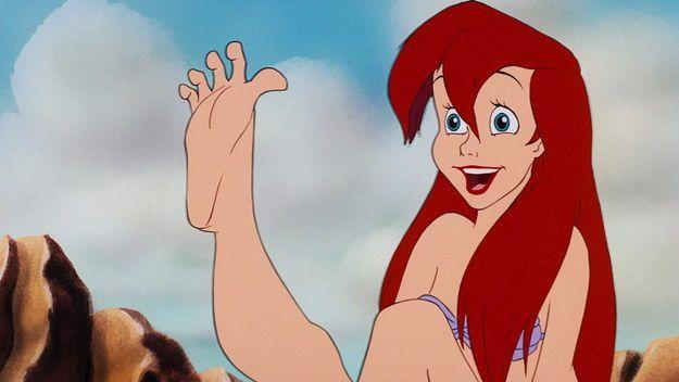 Cuando por fin te quitas los tacos y puedes mover los dedos de los pies por primera vez EN HORAS. | 27 veces que las princesas de Disney resumieron perfectamente tu salida a la noche
