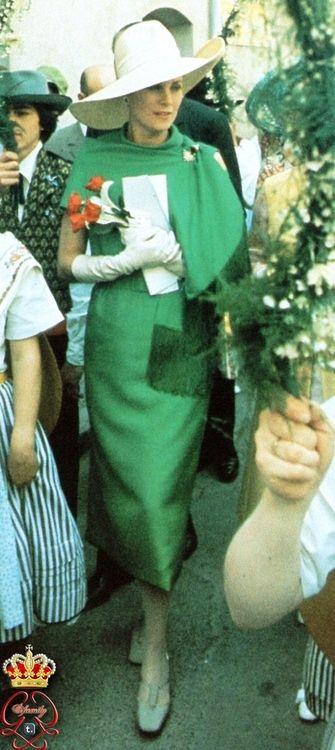 A princess in green.