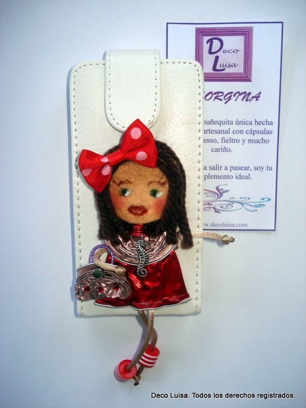Funda de móvil decorada con una muñeca Georgina De Luxe