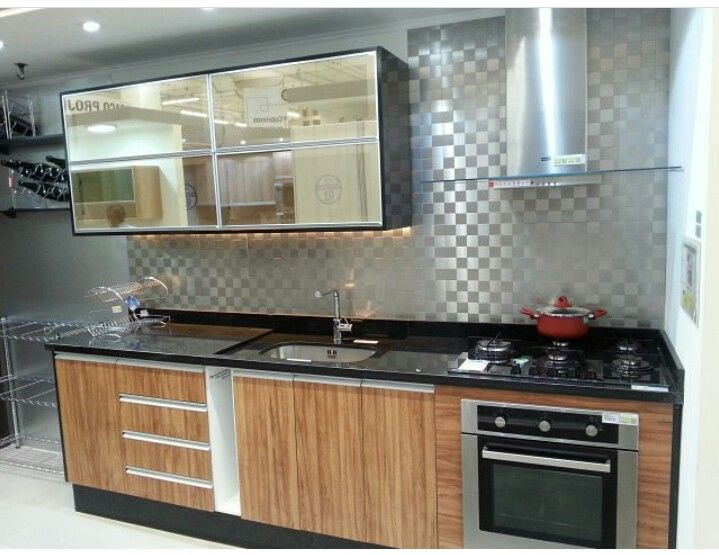 Cozinha com reflecta bronze, um charme! Siga @apepradois no instagram