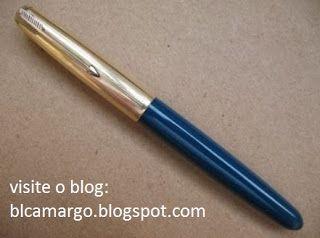 """ANOS DOURADOS: IMAGENS & FATOS: IMAGENS - Velharia: """"Parker 51"""" -  A fabricação dessa caneta (em seus vários modelos) teve início em 1940 e prosseguiu no decorrer dessa década. Teve esse número acrescido ao nome como símbolo dos 51 anos da fundação da empresa (que havia patenteado sua primeira caneta em 1889!). Não é exagero afirmar que a Parker 51 marcou uma época."""