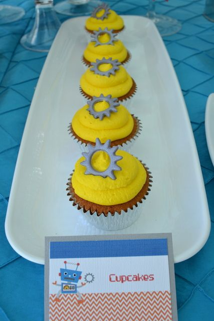 Cupcakes at a Robot Party #robot #partycupcakes