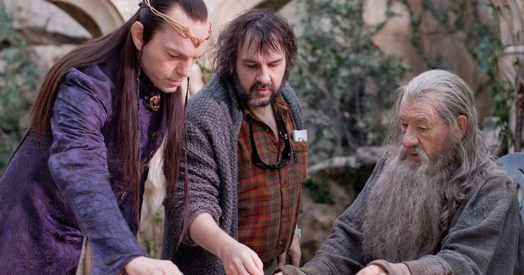 Mortal Engines Reunites Hugo Weaving with Peter Jackson -- Lord of the Rings star Hugo Weaving has joined Peter Jackson's adaptation of Mortal Engines. -- http://movieweb.com/mortal-engines-movie-cast-hugo-weaving-peter-jackson/