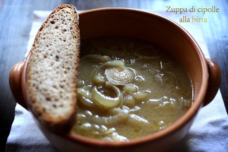 Una calda zuppa di cipolle è quel che ci vuole in queste prime giornate fredde. E' buona, sana ed economica, cosa desiderare in più?