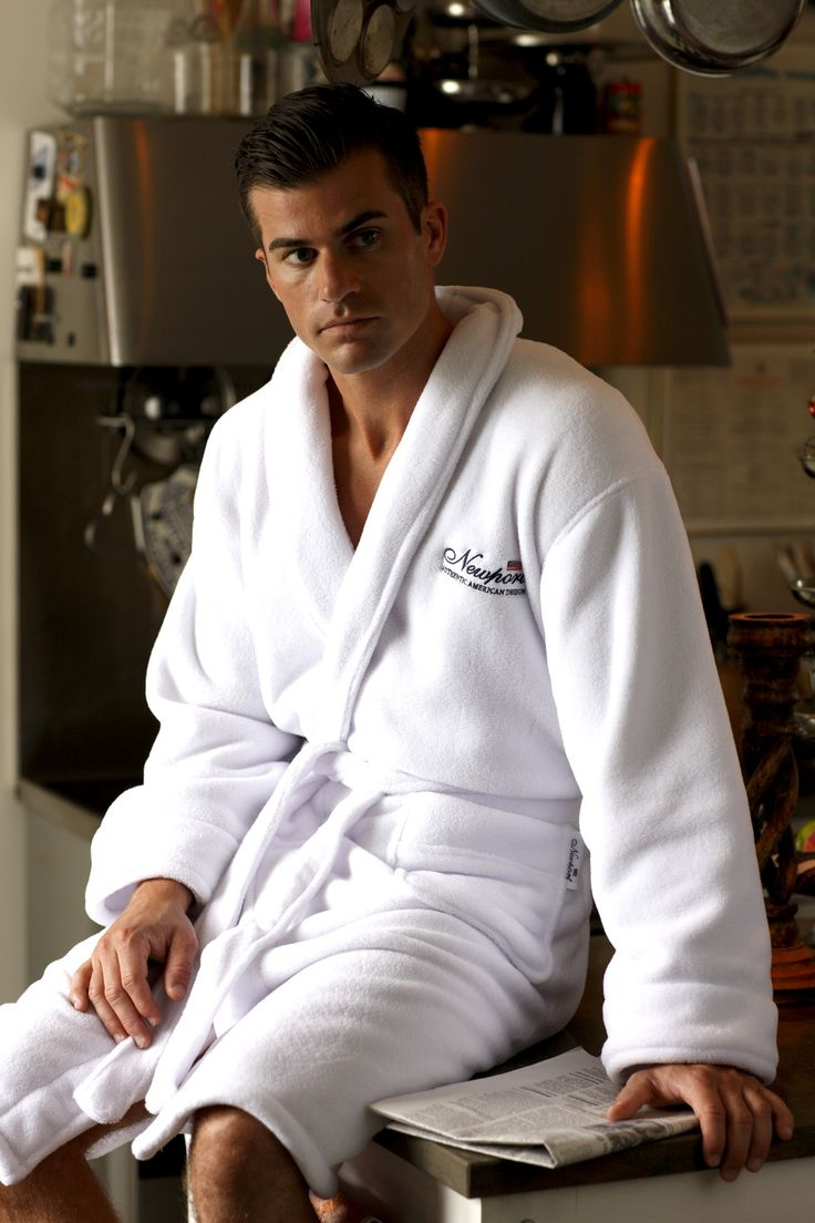 Jamesport White Bathrobe. By Newport Collection. Soft and stylish white bathrobe with Newport logo. Made from 100% micro fleece in Turkey. Unisex. Öko-Tex. Available colors: Blue and White.#Newport #Newportcollection #Jamesport #bathrobe