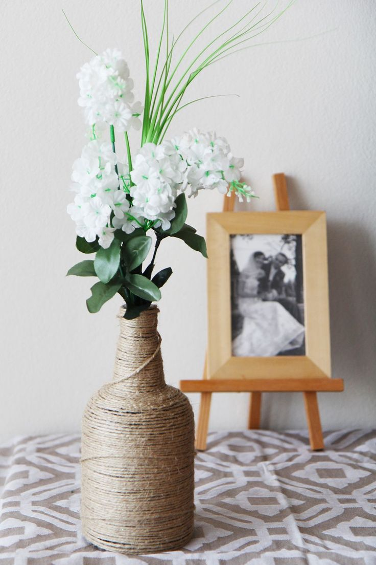 The original vase also create using plain linen twine, which gradually wrap the bottle brushed with glue.