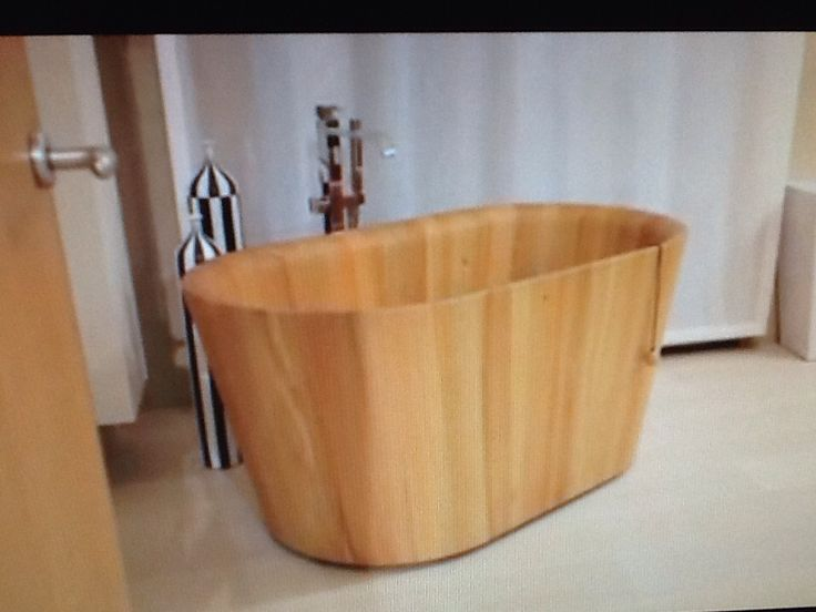 Ofurò bathtub made in Siberian Larch Wood.