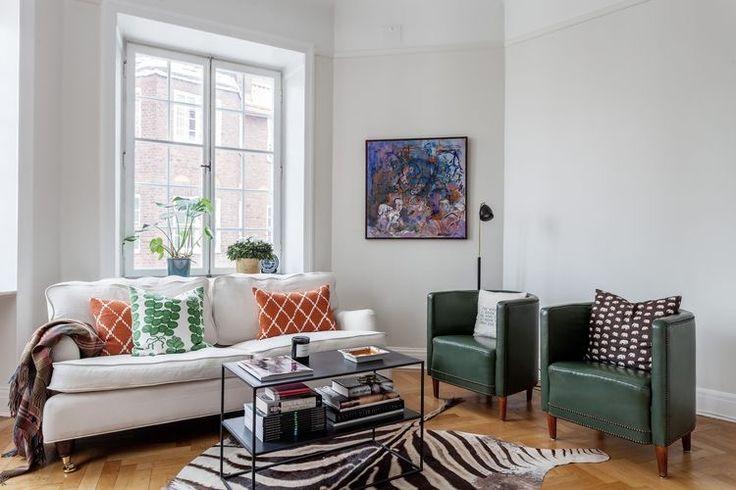 Living room with colours #chhatwal #jonsson #mulberry #svenskttenn #eriksbergsgatan #zebra #hermes #byredo #per #jansson #perjansson #monstera #poshliving
