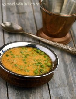Green Peas Curry is a delightful accompaniment that can be made in a jiffy using frozen peas, readily available spice powders, purees and pastes. The use of plain flour gives a thick consistency to the curry without having to simmer the gravy for too long. While the flavours of tomato and onion are definitely noticeable, it is the soothing flavour of cumin that dominates this curry.