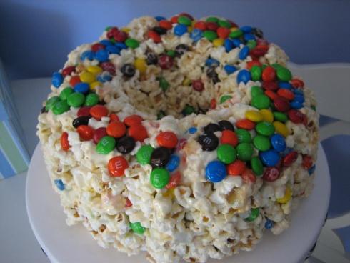 Yeah, popcorn cake!!