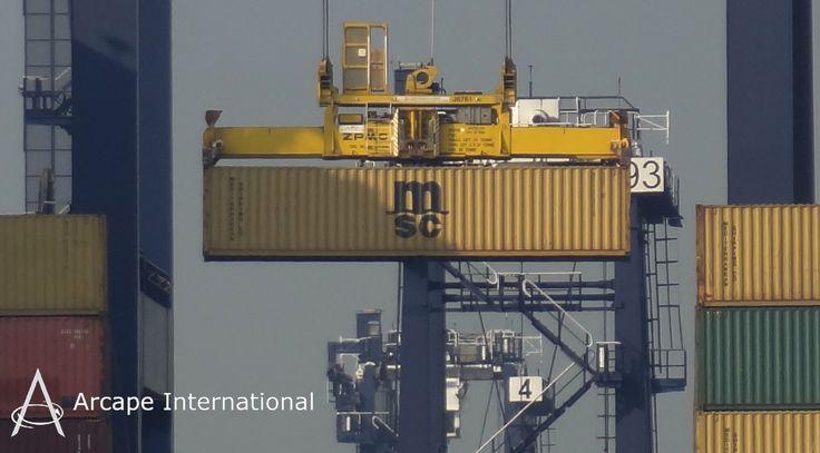 Containers from around the globe arrive at The Port of Felixstowe.   Contenedores de todos los rincones del mundo llegan al Puerto de Felixstowe.
