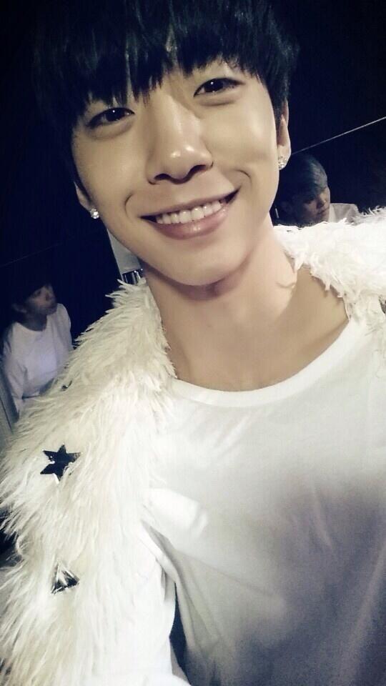 bap yongguk smile - photo #33