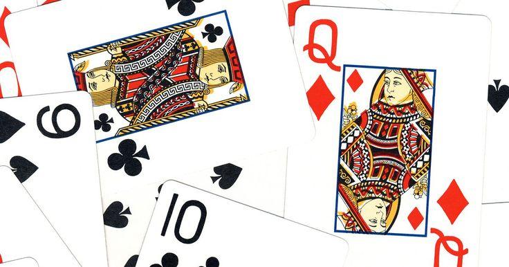 Cómo jugar solitario reloj del abuelo. Solitario reloj del abuelo, o Paciencia como a veces se llama, es un juego de cartas que se juega por una sola persona. El juego utiliza la imagen de una cara de reloj como su fundamento. El juego es ganado completando la esfera del reloj, colocando las cartas en su hora correspondiente en una esfera de reloj, comenzando con el as como la una y ...